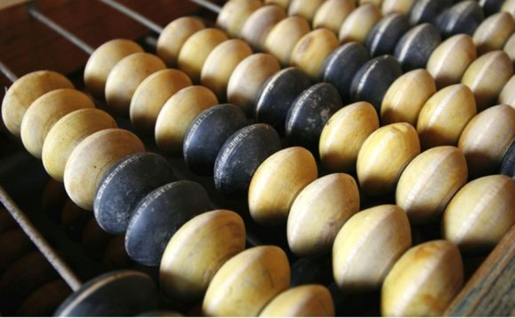 wooden-abacus-black-and-white-beads